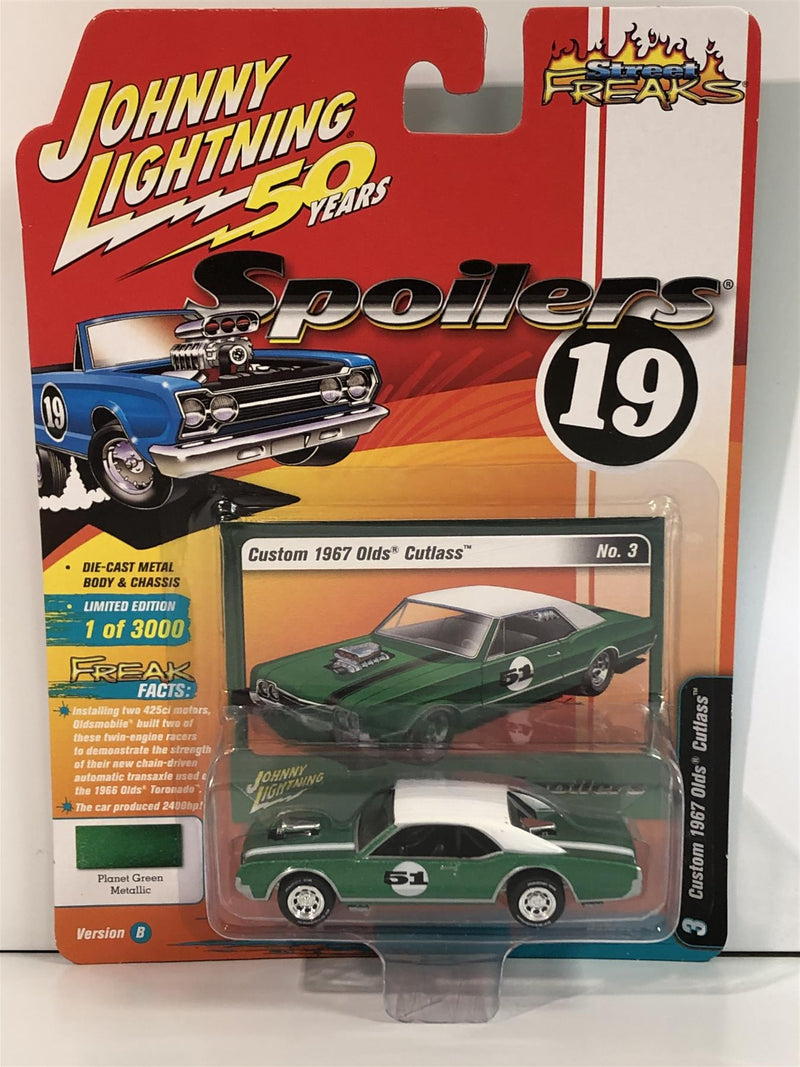 Custom 1967 Olds Cutlass Planet Green Metallic 1:64 Scale Johnny Lightning JLSF013B