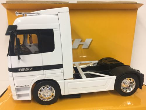 Mercedes-Benz Actros White 1:32 Scale Welly 32280 Super Haulier