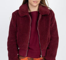 Load image into Gallery viewer, faux fur cropped jacket burgundy