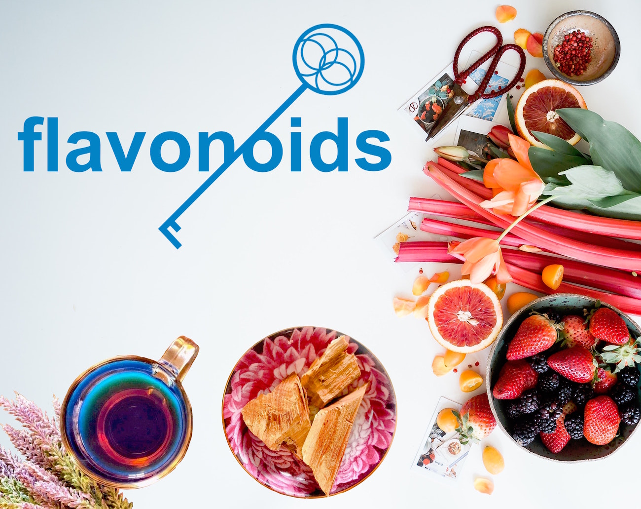 palo azul and fruits with flavonoids