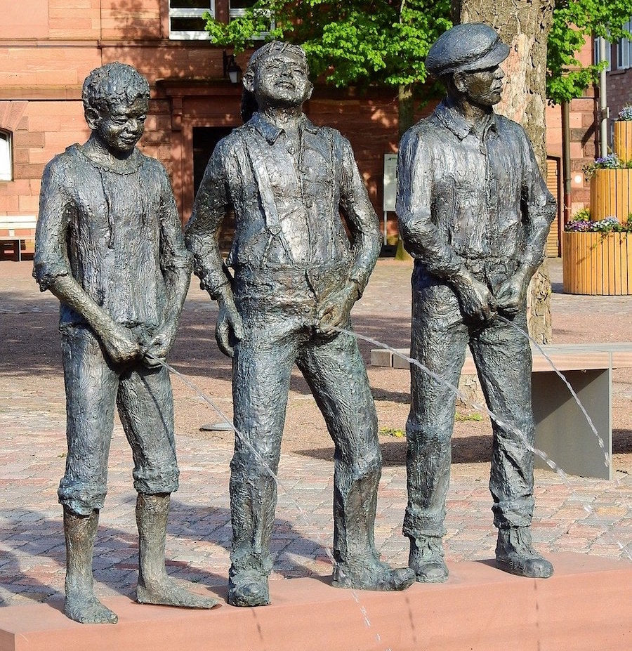 statues peeing