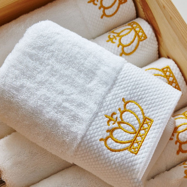 Cotton white towel embroidered with imperial crown