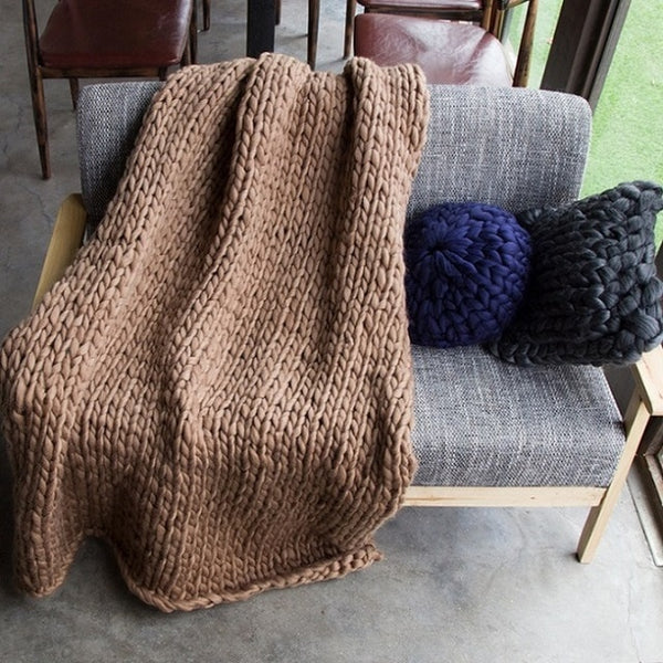 Knitted plush throw blanket