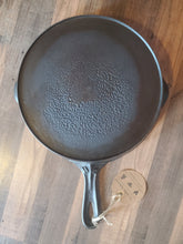 Load image into Gallery viewer, Unmarked Vollrath #8 Skillet