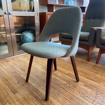Saarinen Green Executive Side Chair