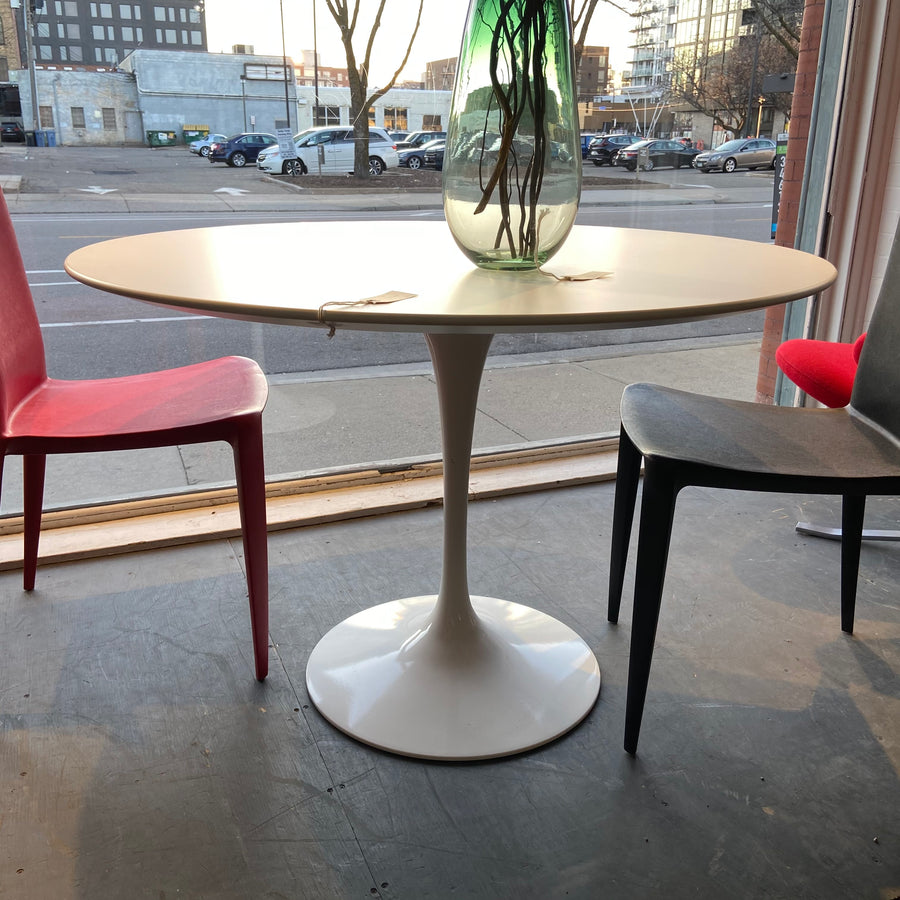Saarinen Round Tulip Table