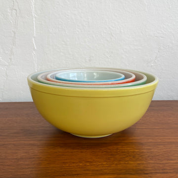 4 Piece Pyrex Primary Colors Mixing Bowl Set