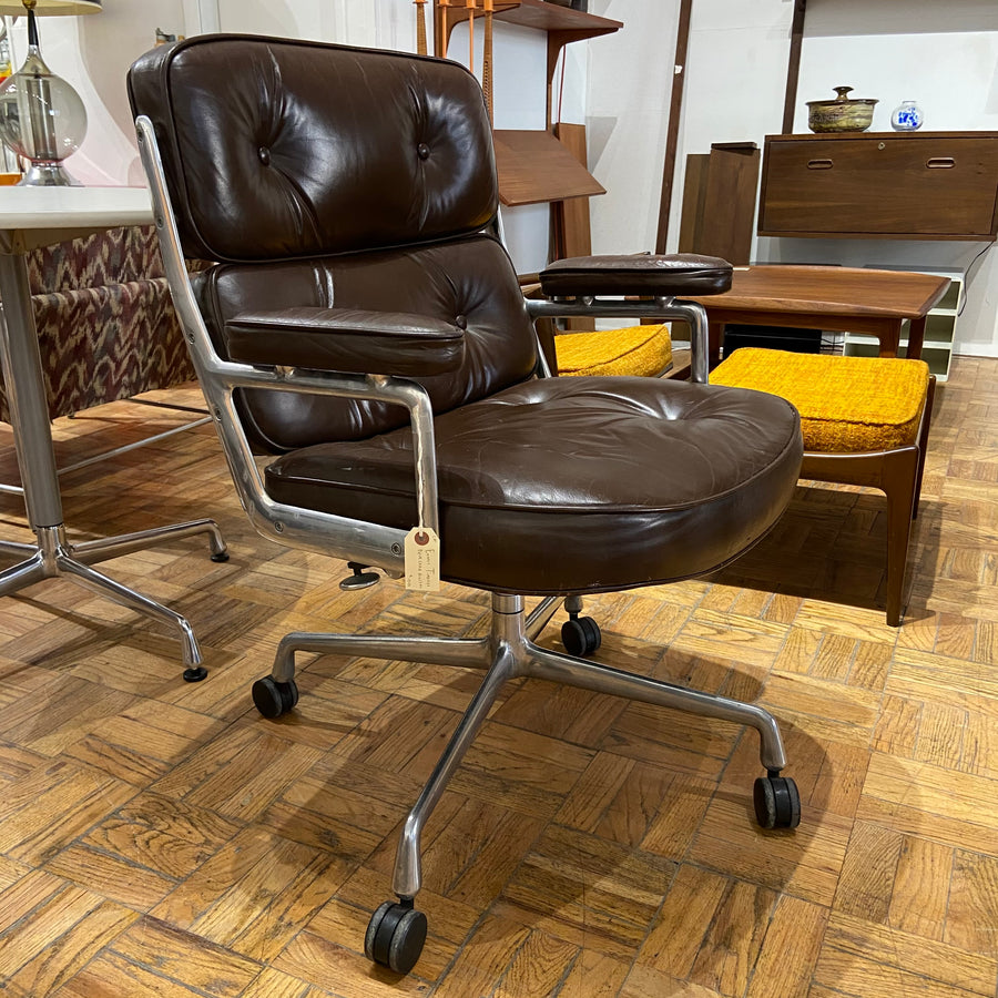 Eames Timelife Rolling Desk Chair