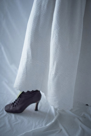 Load image into Gallery viewer, Vintage Early 1900s White Quilted Skirt