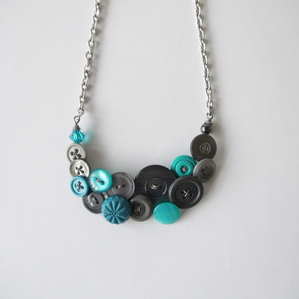 Load image into Gallery viewer, Vintage Button Necklace Blue