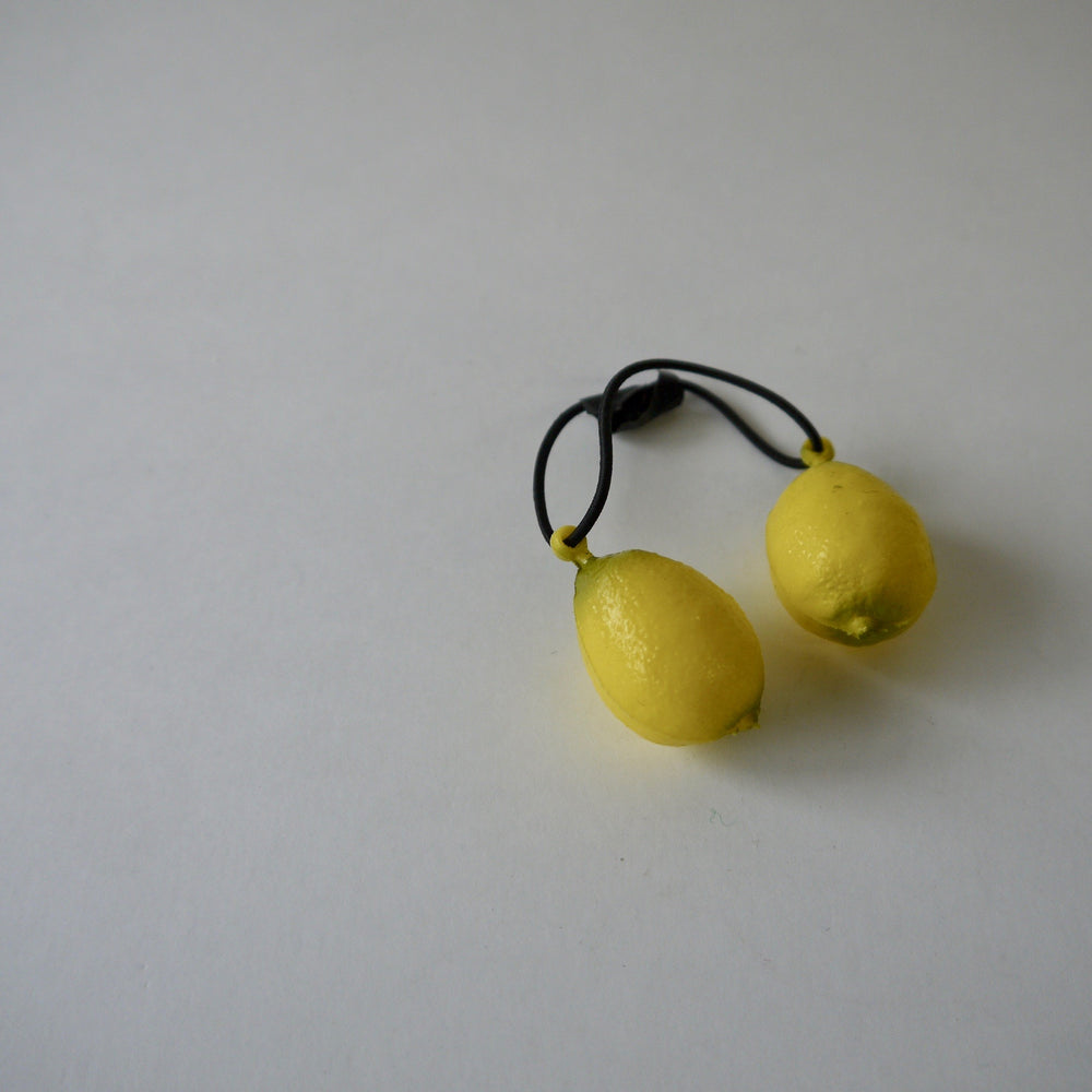 Load image into Gallery viewer, vintage plastic fruit hair bobble /Lemon