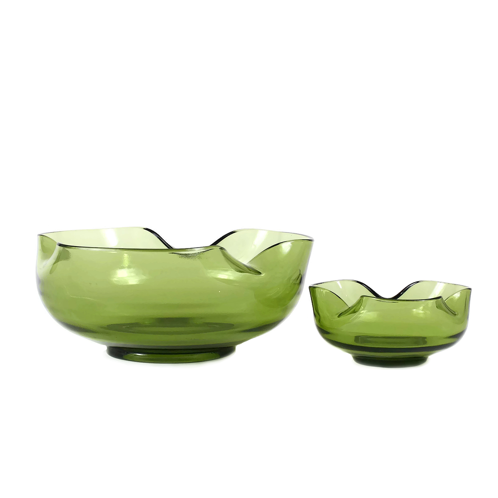 Avocado Green Retro Chip and Dip Set. Mid Century Party Bowls.