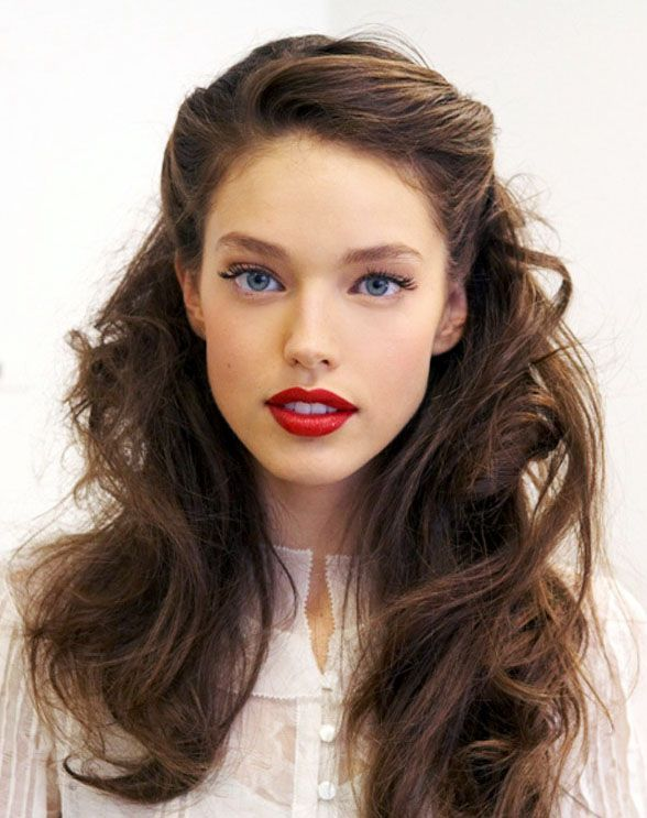 pinned-back-curl-hairstyle-for-2020