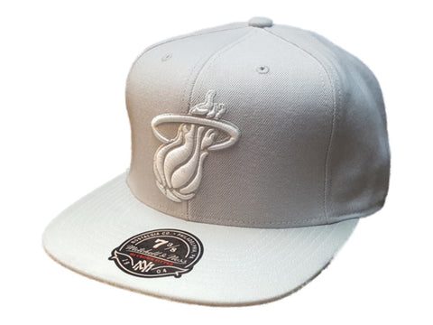 Shop Miami Heat Mitchell & Ness Red The Finals 2006 Flat Bill Snapback Hat Cap - Sporting Up