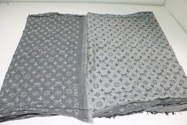 Louis Vuitton: Cotton Monogram Essential Stole Gris (Gray)
