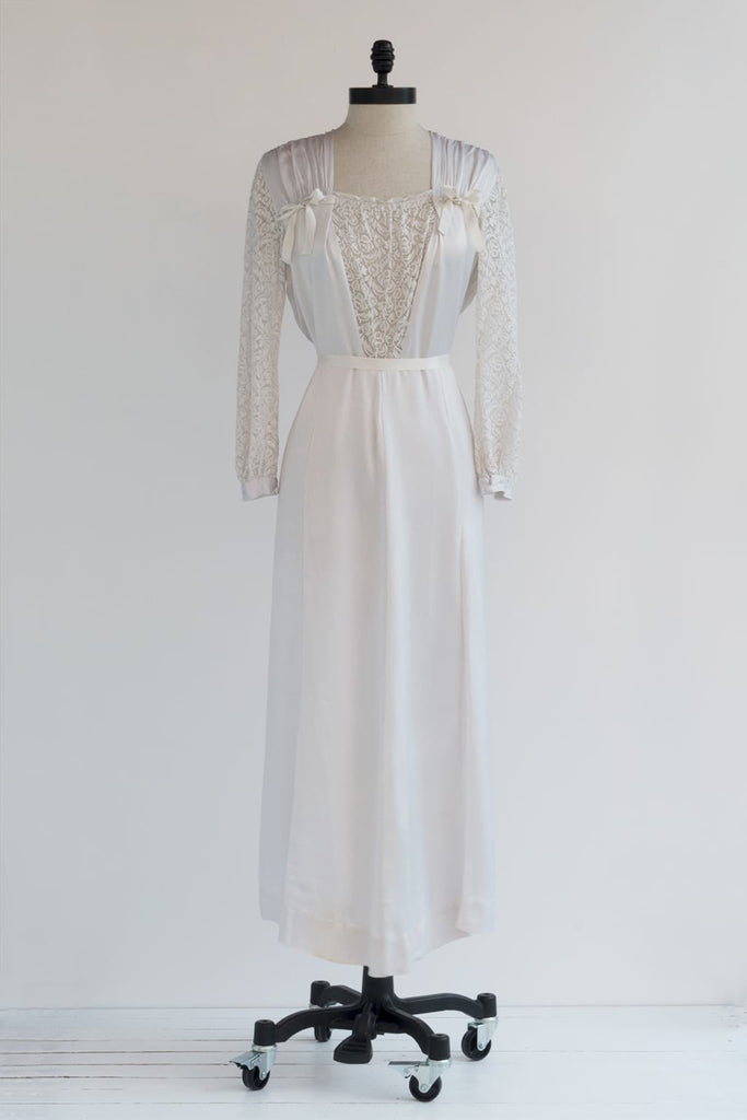 1940s nightgown