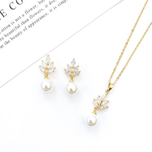 Serenity Gold Flower & Pearl Set