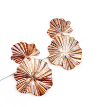 Load image into Gallery viewer, Dali Rose Gold Flower Earrings