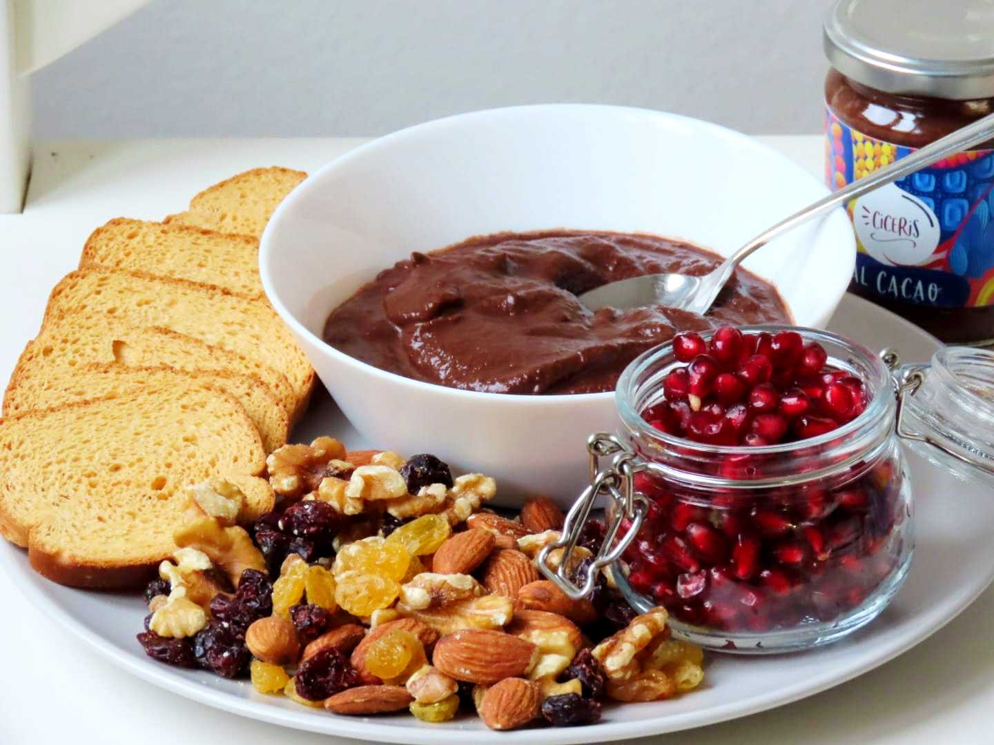 Hummus with chocolate: the chickpea cream ready to spread by Ciceris