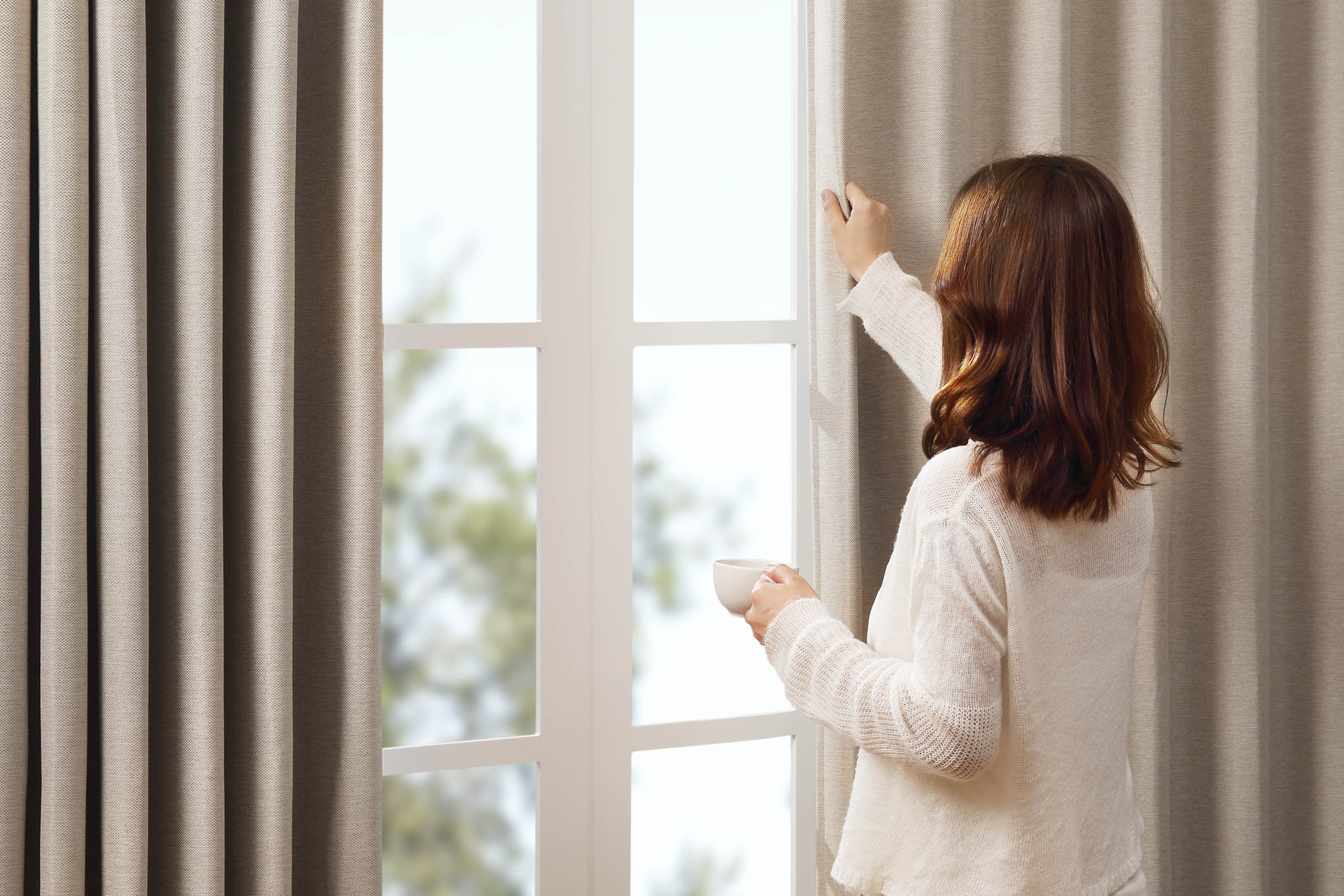 Even with SwitchBot Curtain, you'd probably still instinctively draw the curtains by hand. When SwitchBotCurtain senses your littlepull, it will kick in and do the rest of work for you, so-called Touch & Go.