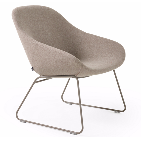 artifort beso lounge chair with sled base