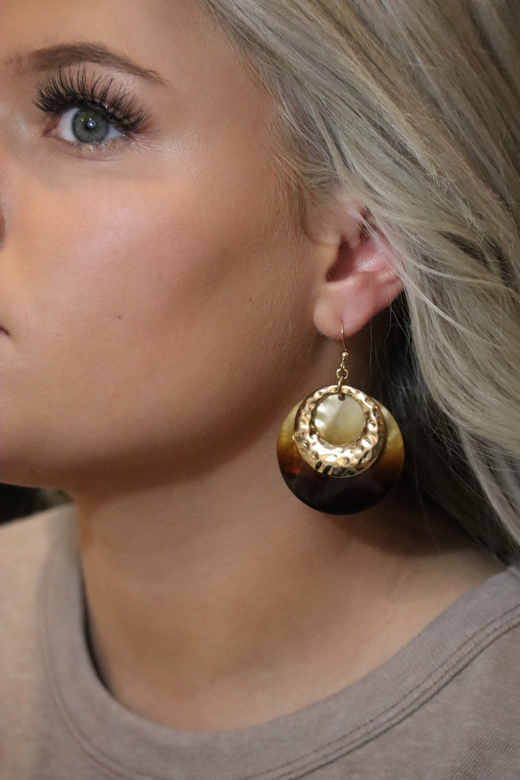 STELLA'S STUNNING SHELL EARRINGS - GOLD & BROWN