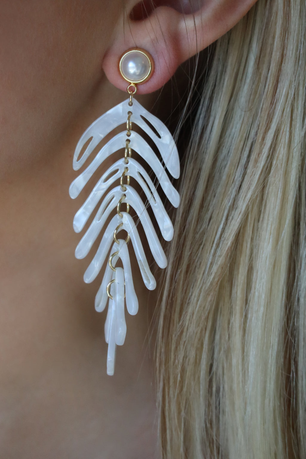 JADE'S PEARL DROP EARRINGS - GOLD & WHITE