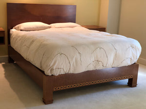 CUSTOM ALAN LORN QUILTED MAHOGANY QUEEN SIZE BED & MATCHING FLOATING SIDE TABLES