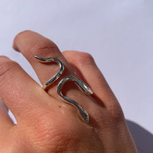 Load image into Gallery viewer, SILVER CORN SNAKE RING - Amabis