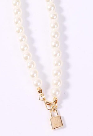 Load image into Gallery viewer, Pearl Mini Lock Necklace