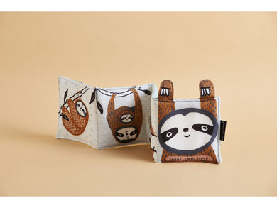 Wee Gallery 'Swing Slow, Sloth' by Surya Sajnani (cloth book) - BUNDEL