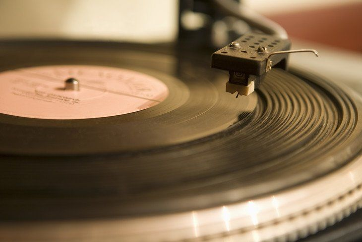 Science Facts: Listening To Vinyl Makes You More Sexually Attractive