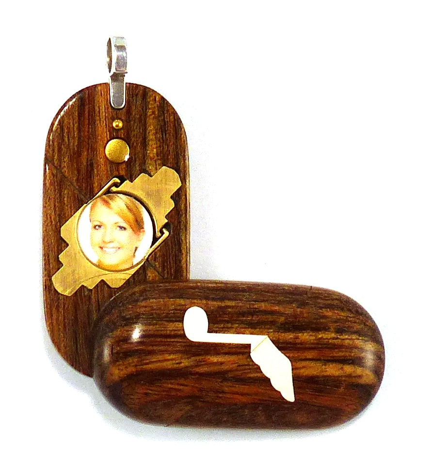 4366 Thin Music Note - Dove Illusionist Locket