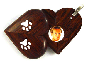 5218 Natural Paw Print Illusionist Locket