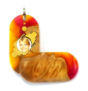 5292 Thin Banana Split Wood Acrylic Illusionist Locket