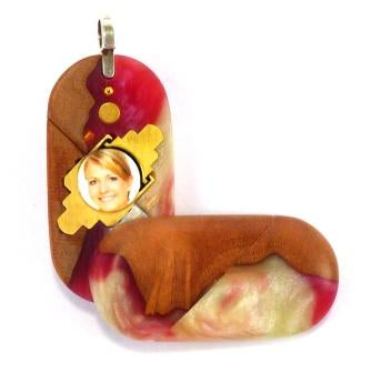5293 Thin Strawberry Wood Acrylic Illusionist Locket