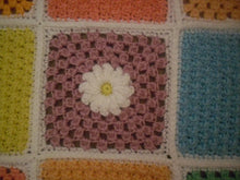 Load image into Gallery viewer, Crochet Popcorn Flower Motif