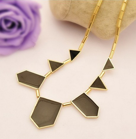 Black Collar Geometry Irregular Pendant Necklace