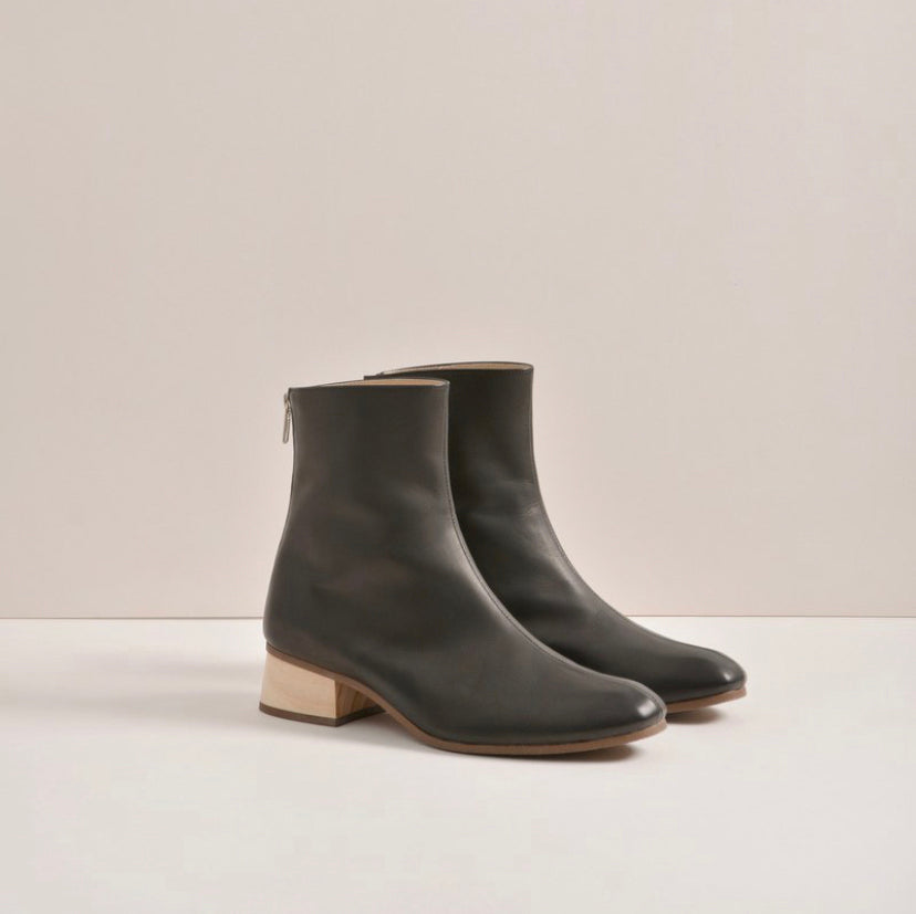 Aesop Ankle Boots 原木方頭短靴 | BN01黑