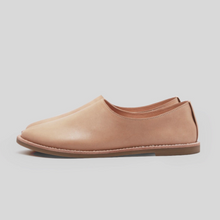 Load image into Gallery viewer, Aesop Slip-On Shoes 圓頭便鞋  | Bn01駝