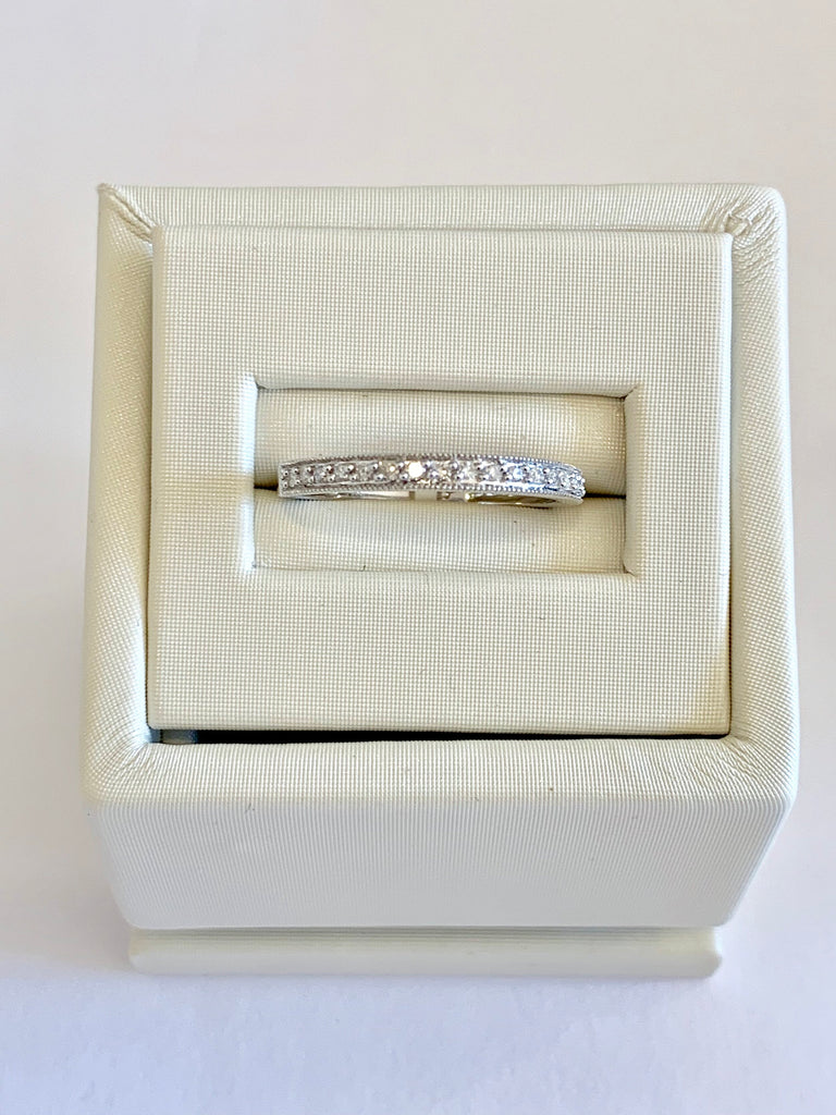 Solid white gold ring with diamonds - Ilumine' Gallery