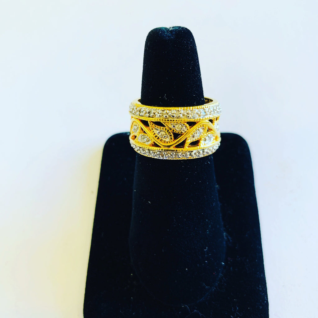Yellow gold vintage diamond ring - Ilumine Gallery Store dainty jewelry affordable fine jewelry