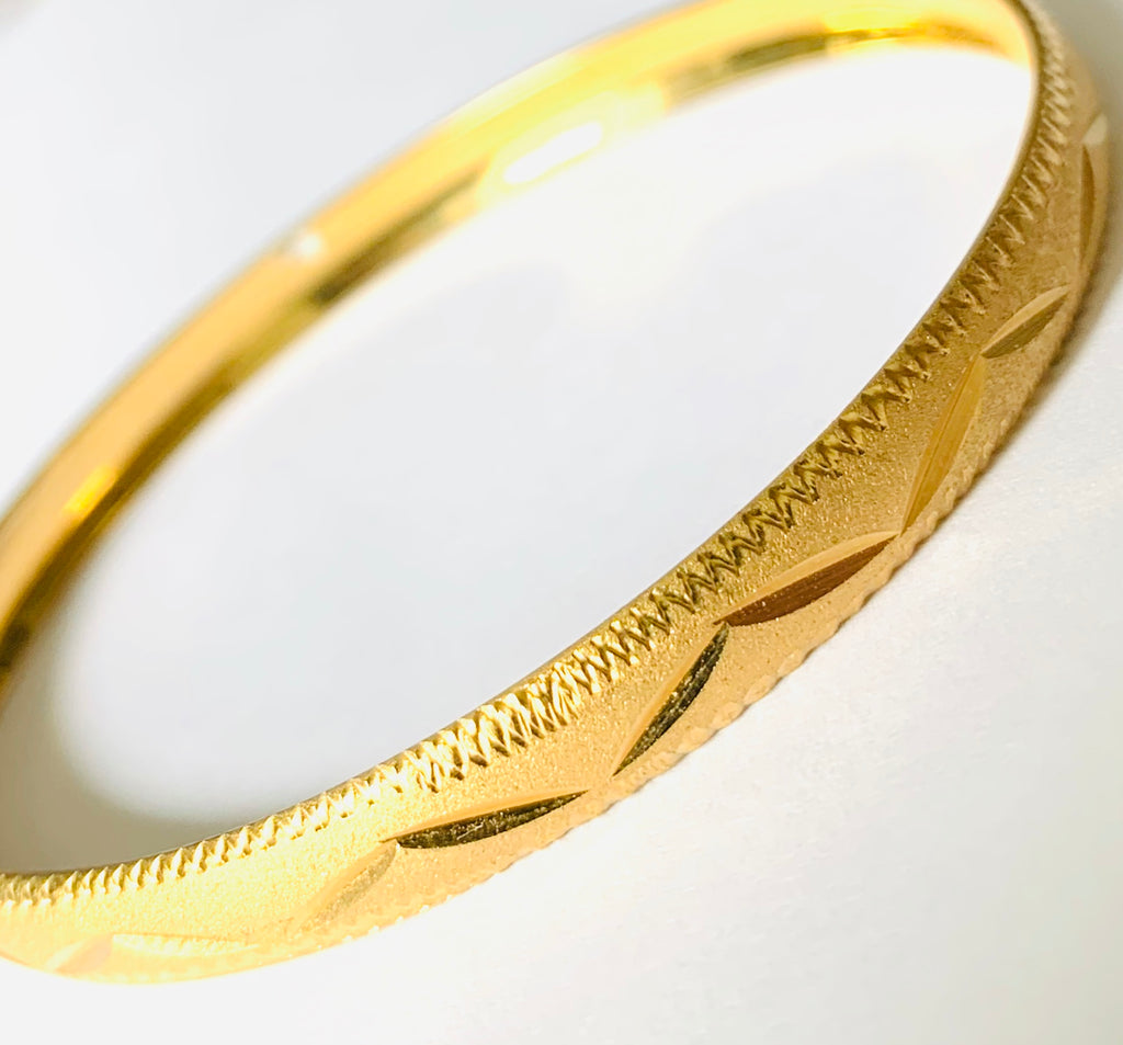 Gold bangle bracelet - Ilumine Gallery Store dainty jewelry affordable fine jewelry