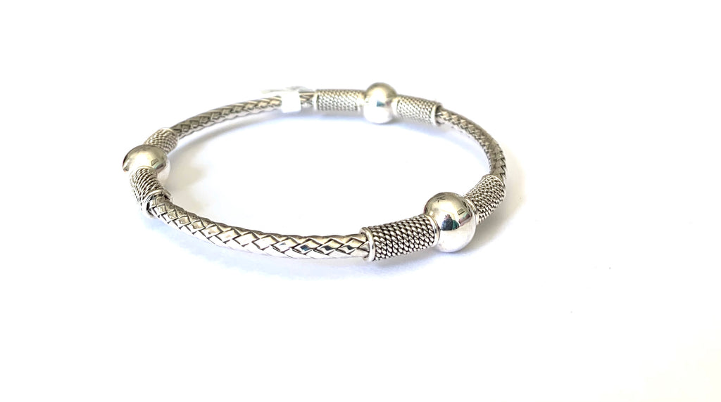 Sterling silver bangle bracelet - Ilumine Gallery Store dainty jewelry affordable fine jewelry