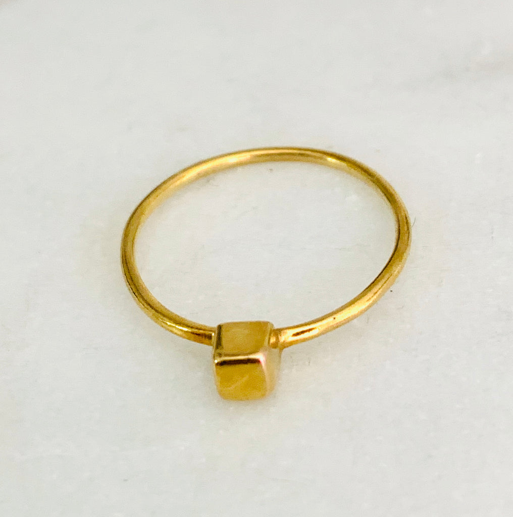 Rings yellow gold with square shaped dainty top - Ilumine Gallery Store dainty jewelry affordable fine jewelry
