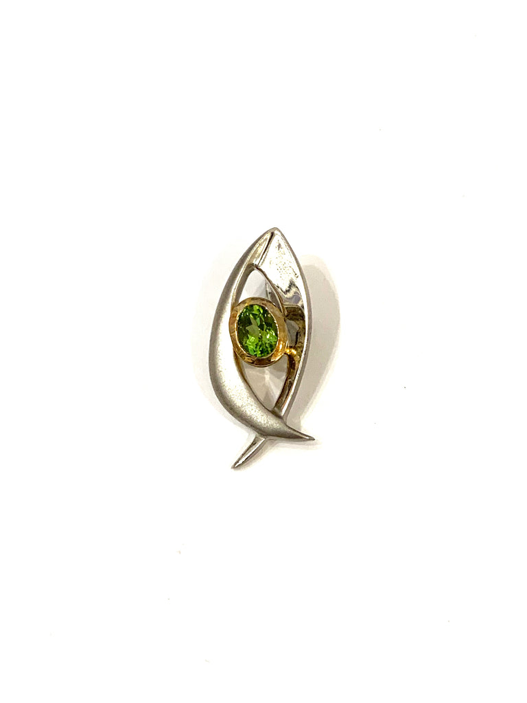 Necklace pendant with peridot gemstone - Ilumine Gallery Store dainty jewelry affordable fine jewelry