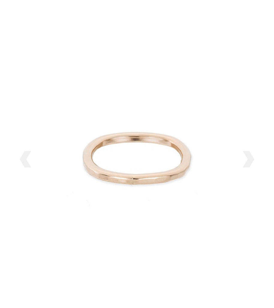 Handcrafted yellow gold hammered ring - Ilumine' Gallery