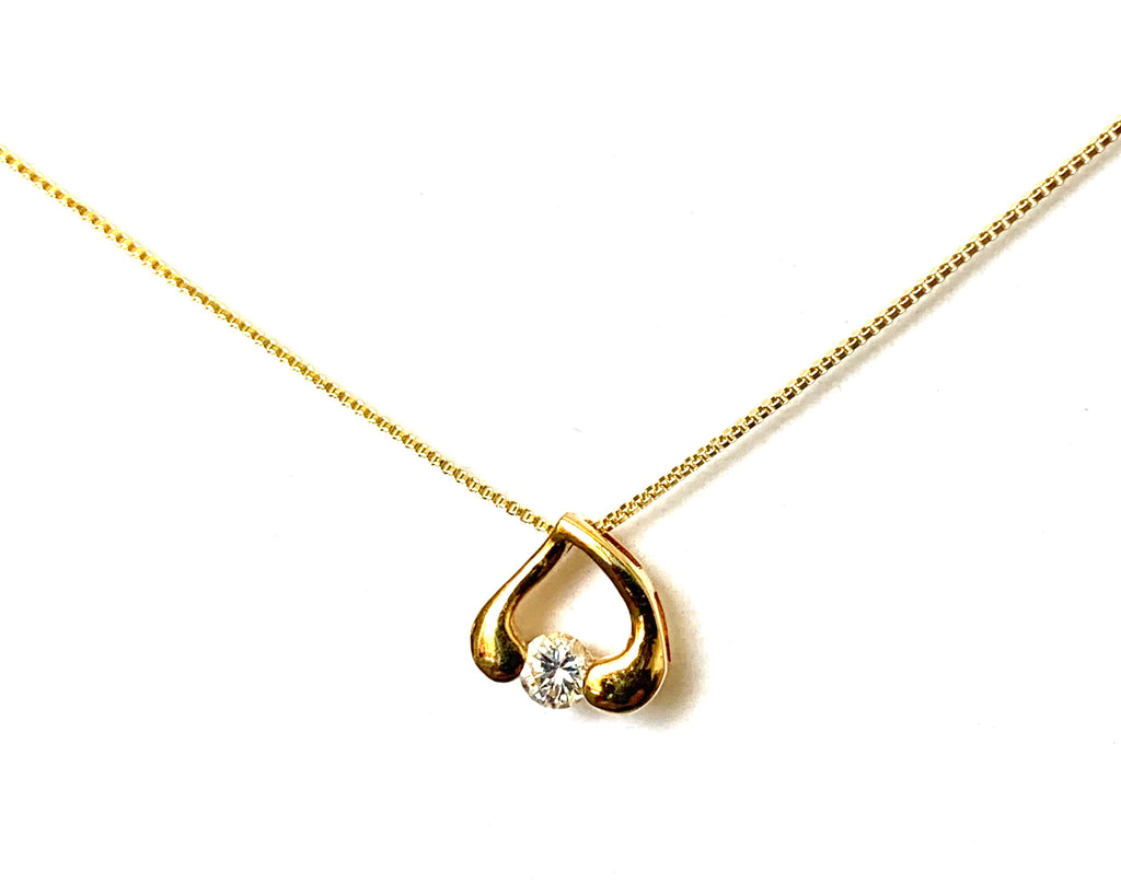 Necklace yellow gold with heart and diamond pendant - Ilumine Gallery Store dainty jewelry affordable fine jewelry