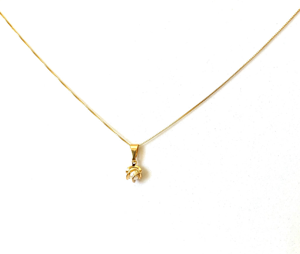 Yellow gold cultured pearl necklace - Ilumine Gallery Store dainty jewelry affordable fine jewelry