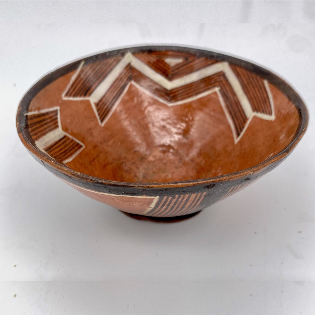 Diagonal lines pottery piece